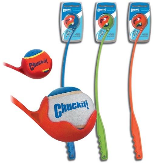 El lanzador Chuckit proporciona una mejor manera de jugar a la pelota. Diseño único de la garra, que recoge la pelota del suelo sin que el usuario se doble ni la toque.  Posee un mango largo, el lanzador de plástico se extiende para lanzar las pelotas tres veces más lejos de lo normal con la mano.   $50.000