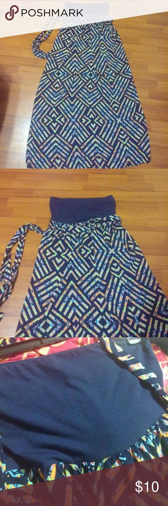 Aztec Maxi DRESS 💃 Gorgeous printed belted maxi dress. Belt is removable. Navy at top and multicolored skirt. Overall good condition just showing small pilling at the top. See last photo. Xhilaration Dresses Maxi