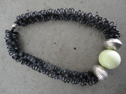 Halskette aus Veloschlauch | Ansalia.ch