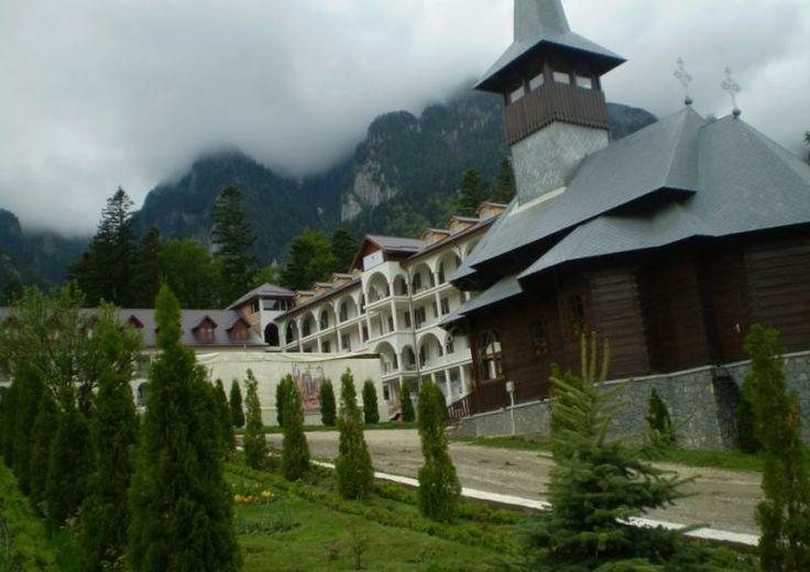 Manastirea Caraiman - Pelerinaje - Femeia Stie.ro