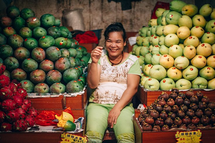 Love tropical fruits? You could find mountains of fruits and friendly peddlers at #Sanya #FirstMarket.  #China #Whererefreshingbegins #Nature #Beautiful #Travel #Hainan #Destination