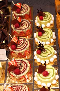Café Pouchkine cakes - isn't this just how a pastry case should look!!