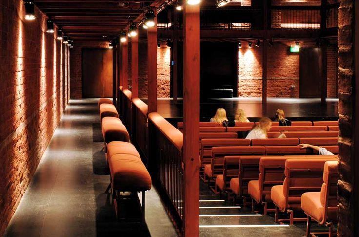 nowoczesna-STODOLA-The-North-Wall-Haworth-Tompkins-Architects-09