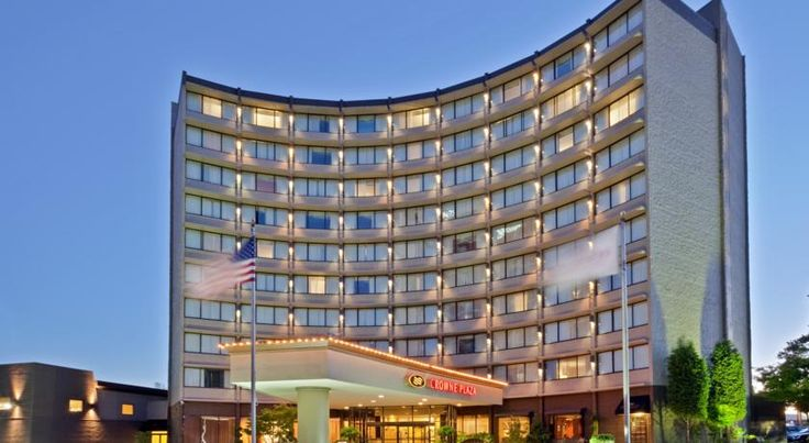 Crowne Plaza Hotel Portland-Downtown Convention Center Portland Located less than 10 minutes' walk to the Oregon Convention Center and The Rose Garden Arena, this Portland, Oregon hotel offers a free airport shuttle to the Portland International Airport. Free Wi-Fi is provided.
