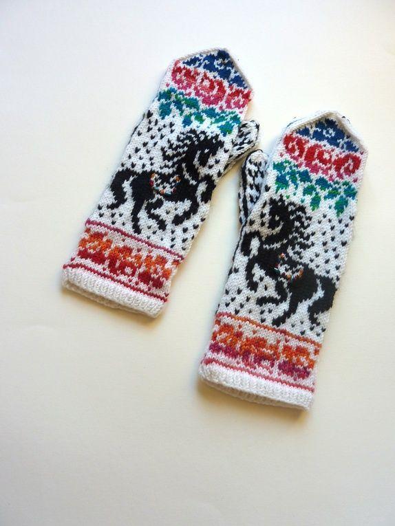 Russiske hester med perlepynt, votter str S/M
