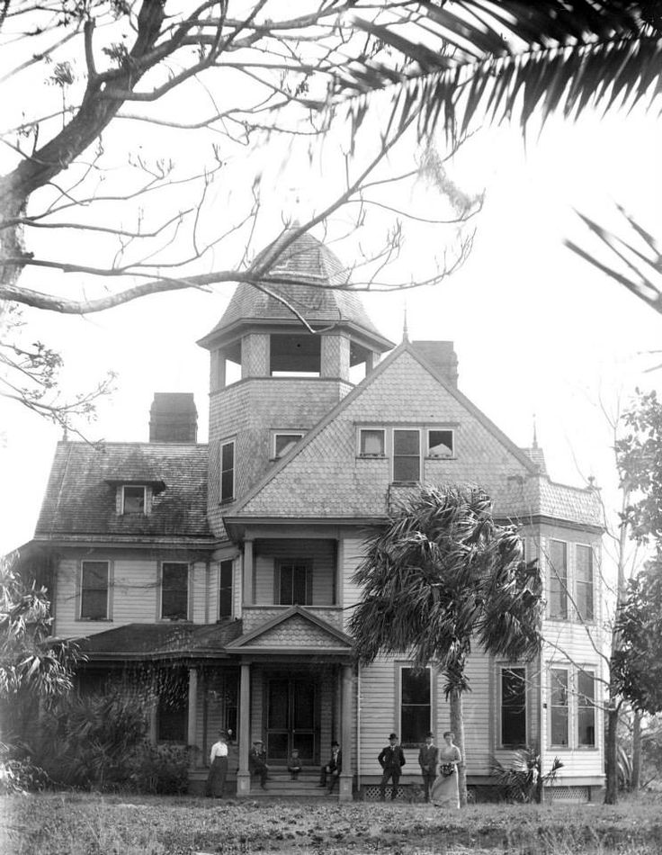 the palms was built in 1880  according to the lake county