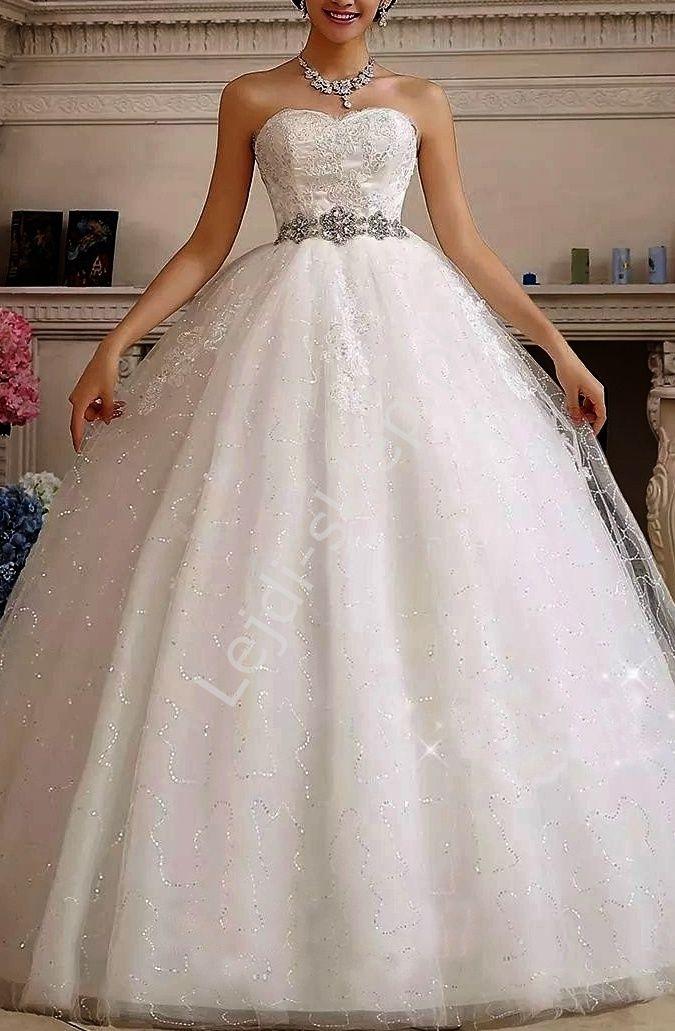 Suknia ślubna typu Princess z gipiurą