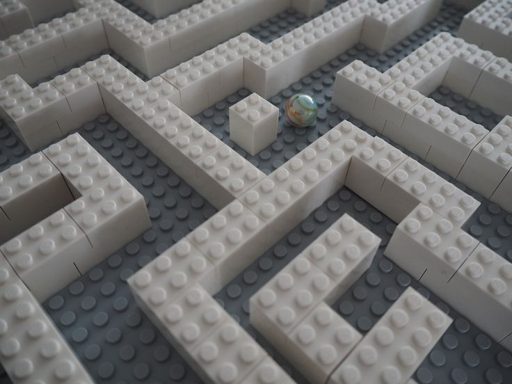 Lego labyrinth! Easy activity for you and the kids!