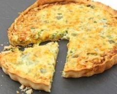 Flamiche aux poireaux et au roquefort : http://www.cuisineaz.com/recettes/flamiche-aux-poireaux-et-au-roquefort-12163.aspx