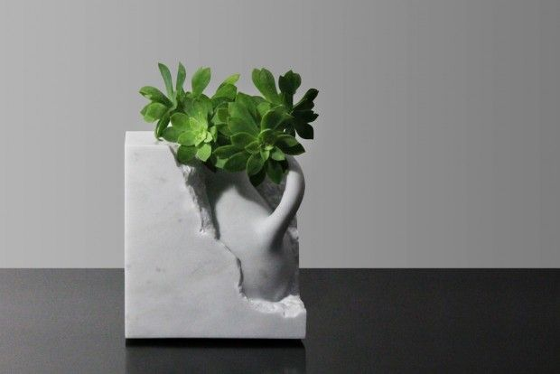 Svelata, collection de vases en marbre by Moreno Ratti