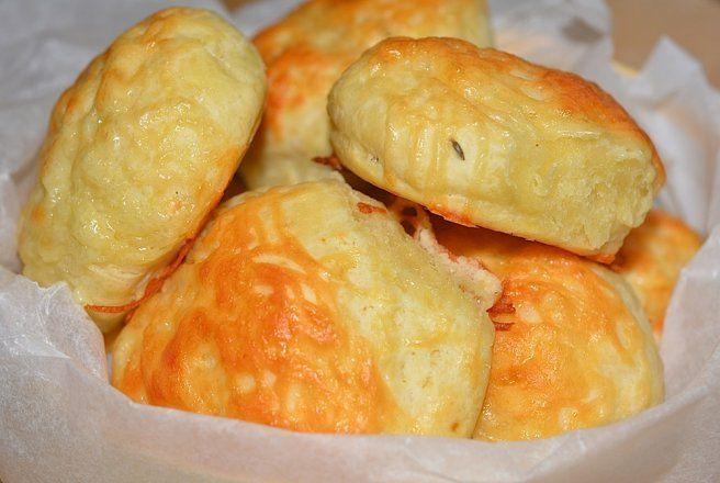 Retete Culinare - Biscuiti cu cascaval si chimen