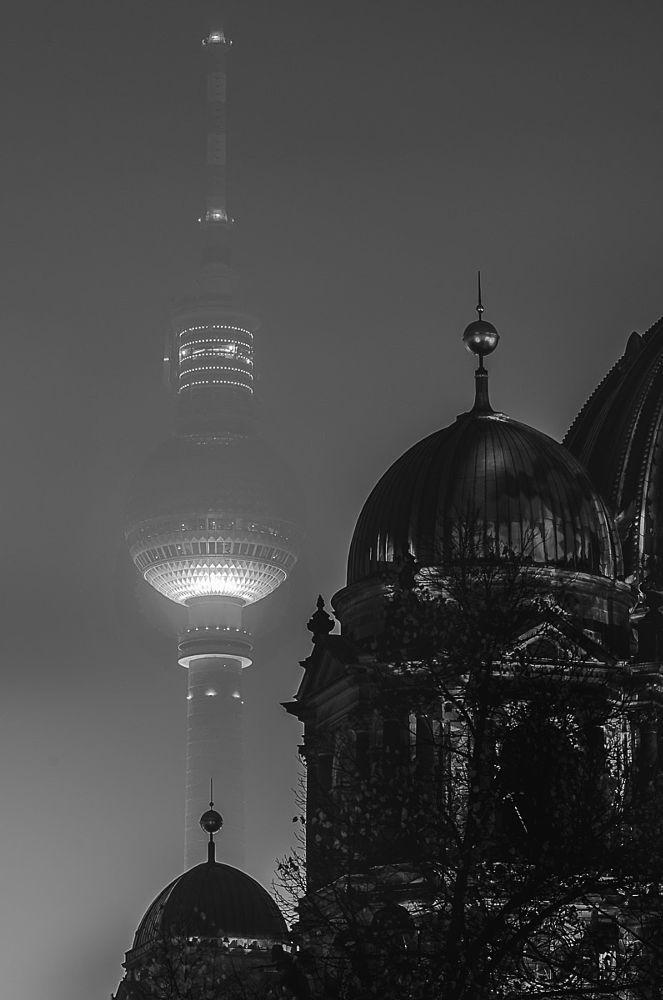 BERLIN, Fernsehturm (TV-Tower) und Dom by Thomas Bechtle