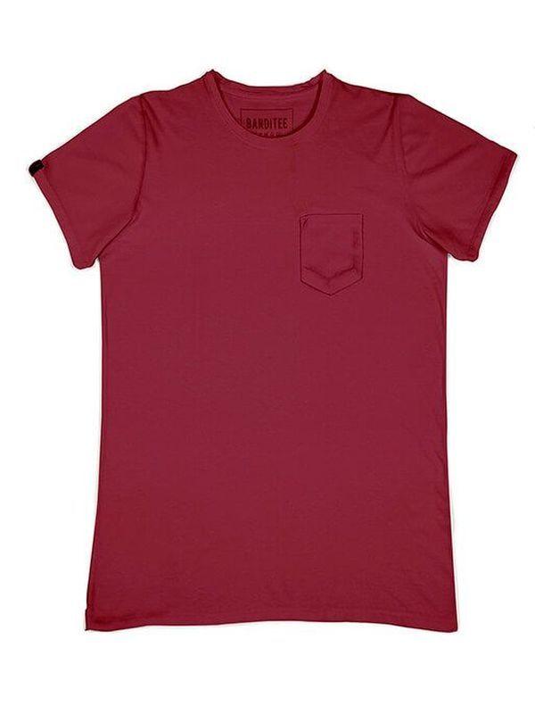 T-Shirt 004 Basic Wine | T-Shirt em algodão.  Gola redonda.  Detalhe de bolso frontal.  100% algodão.