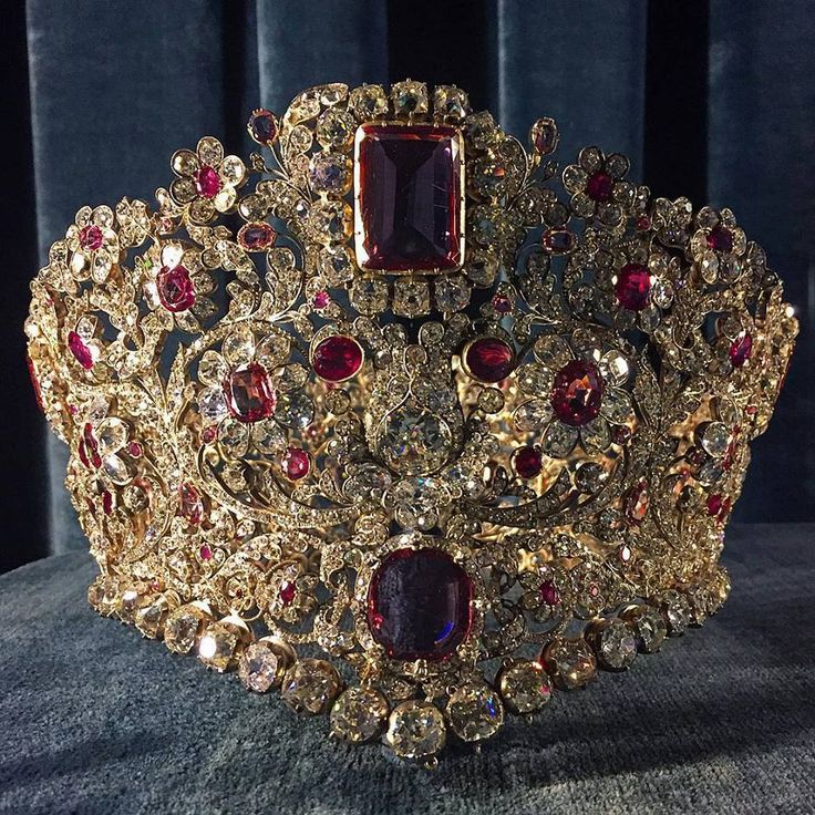 The ruby and spinel diadem, part of the parure gifted to Queen Therese of Bavaria from her husband, King Ludwig I. 1830's.