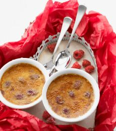 White Chocolate and Raspberry Crème Brûlée: A classic dessert favourite with a classic flavour combination. Chocolate and raspberries…can't get better than that.   http://www.cadburykitchen.com.au/recipes/view/white-chocolate-and-raspberry-creme-brulee/5/#