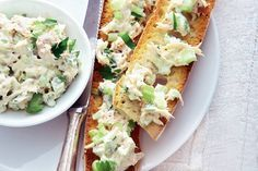 Kijk wat een lekker recept ik heb gevonden op Allerhande! Makreelsalade met bleekselderij op stokbrood