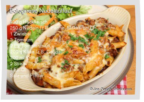 Leckeres Bolognese Nudelauflauf Rezept mit einfacher Schritt-für-Schritt-Anleitung: Nudeln bissfest kochen und abgiessen , Zwiebeln würfeln , In einer P...