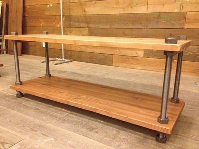 ディスプレイ什器の専門店 STUDIO JOY:ボルトと木の組合せが新鮮なアパレル什器