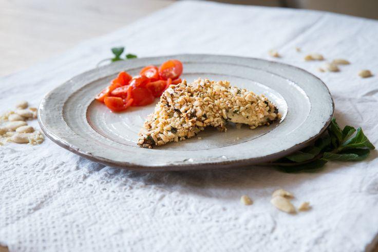 Pollo al forno impanato con mandorle e menta. Almond and mint chicken breast recipe. #ricetta