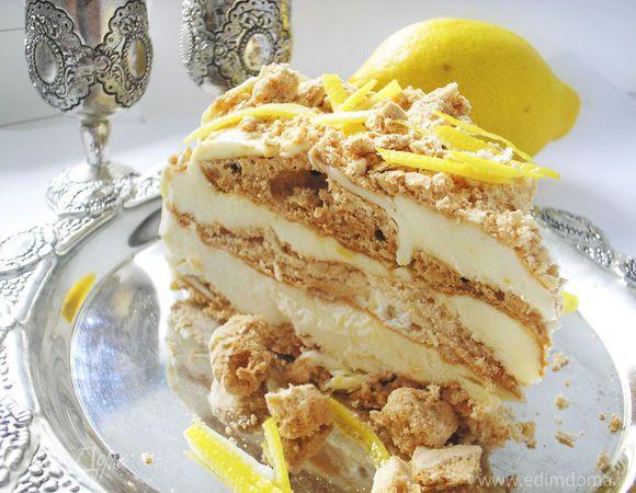 В этом торте-мороженом сочетаются коржи из сладкого безе и слегка с кислинкой лимонный крем-мороженое, как раз для баланса вкуса прекрасно. Готовить не сложно а результат порадует!