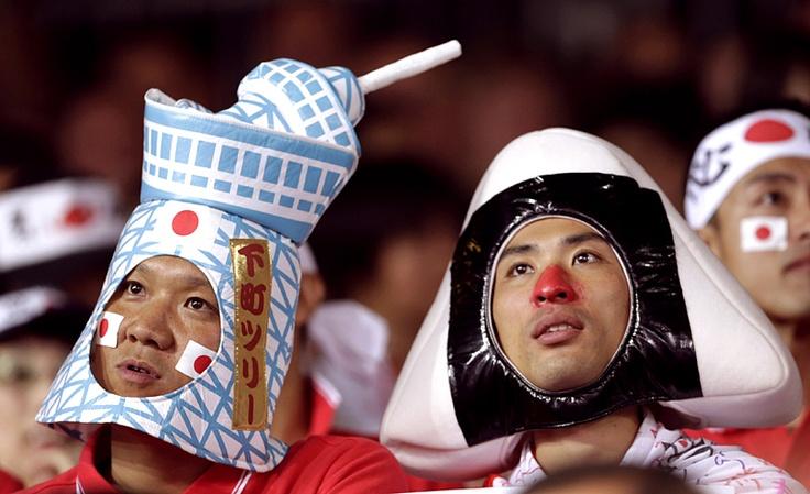 【画像】ロンドンのスカイツリー / ロンドン五輪  ロンドン五輪の各会場で見られた、個性的な応援団の画像をピックアップ。    写真は、レスリング女子グレコローマンの試合にかけつけた、日本人サポーター。  今一番人気の観光スポット・スカイツリーと、日本人の心の定番食・おにぎりという、絶妙な日本アピール。  (Photo by REUTERS/Toru Hanai)