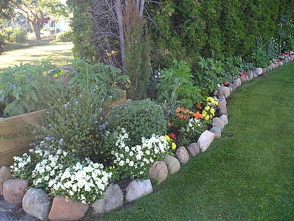 Love this semi raised garden border. I need to do this under the pine trees.