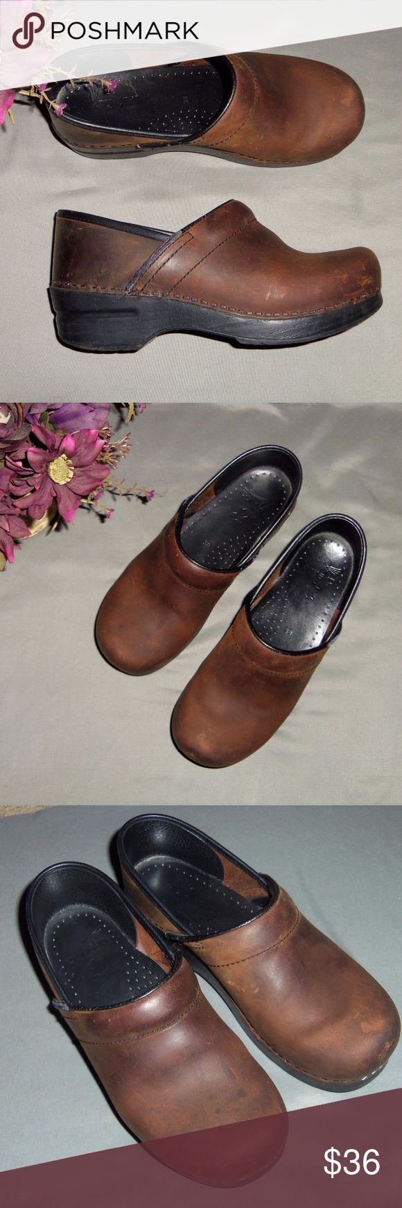 Dankso brown leather medical clogs EUR 38 Nice pair of Danskos in brown matte leather. Great for those in the medical profession and on their feet for hours. Awesome brand name shoes!! Show minor wear, see all pictures! Dansko Shoes Mules & Clogs