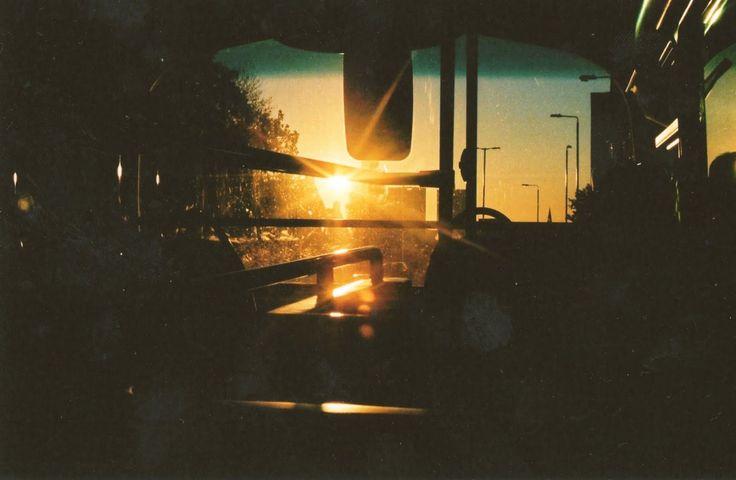come back feeling... la tête contre la vitre d'un autobus, regarder défiler les rues d'une ville où l'on a vécu.