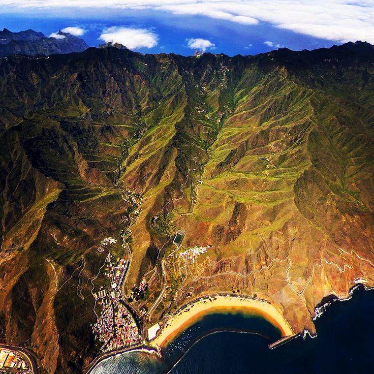 Vista aérea de Playa las Teresitas en Tenerife