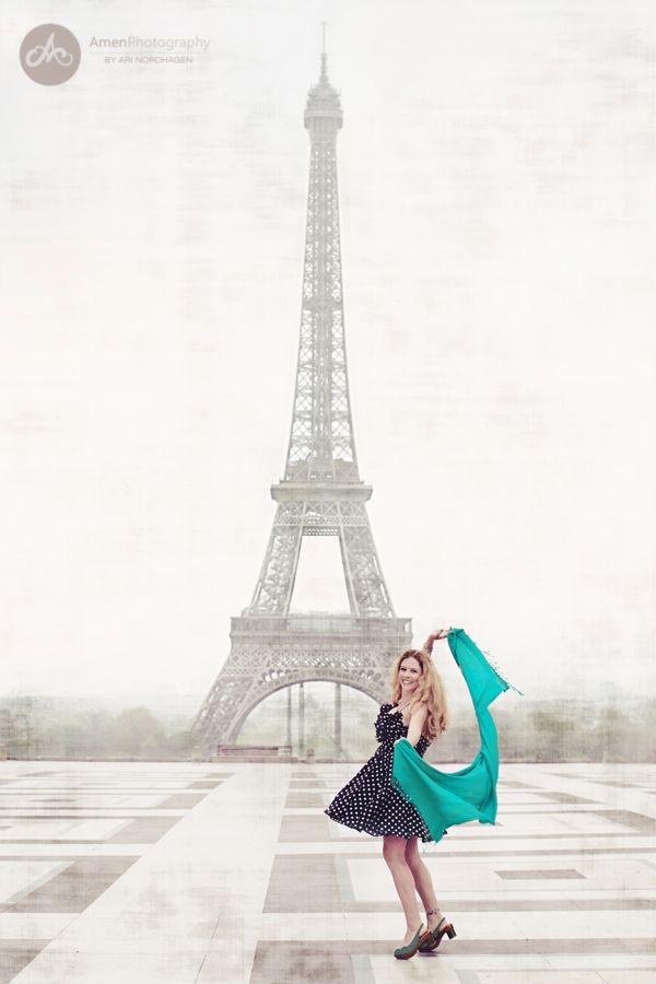 paris eiffel tower photo shoot BLOG girls trip to europe