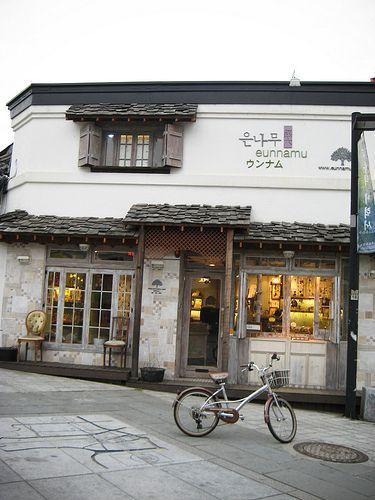 korean coffee shop. I wanna my coffee shop like this one. so cozy