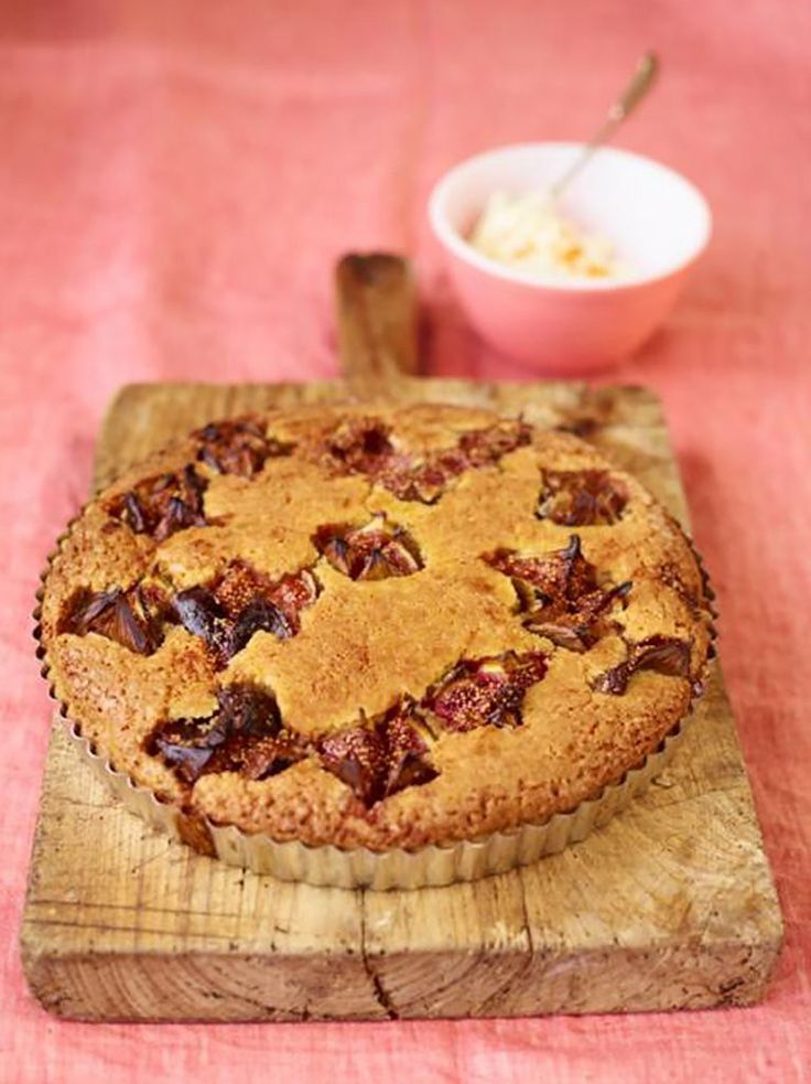Almond tart with figs