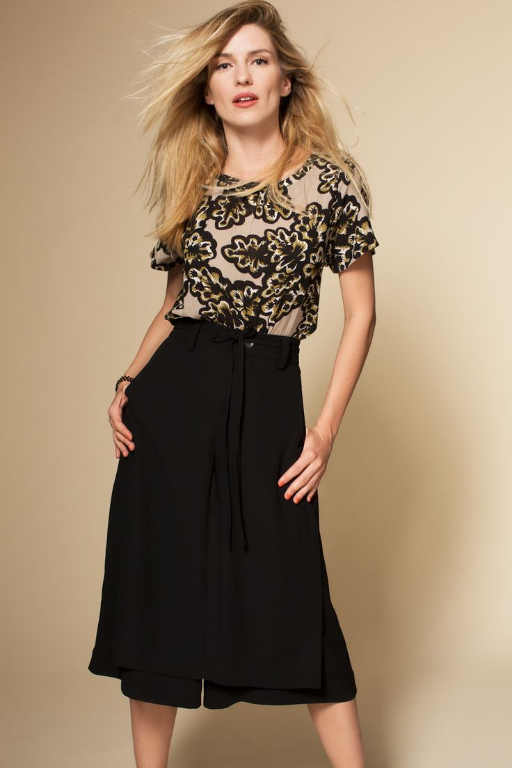 Campaign Fall | Top | Flower Print | Beige | Brown | Culotte | Black | Fashion | Photography | Inspired | Pretty Different