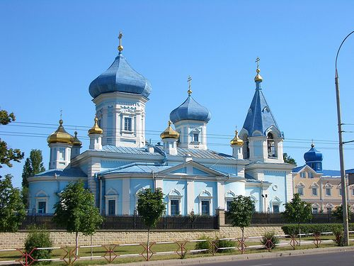 This is a beautiful church, both inside and out.... City Church - Chisinau, Moldova