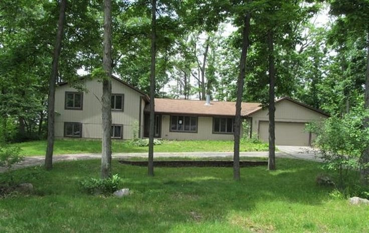 3141 W Danbury Dr, Janesville, WI 53546 (MLS # 1687806) $188,100  Spacious 5 bedroom home located in Briar Crest Estates. Large private lot with many trees. Wet bar in lower level with walk-out to a hot tub on the back patio. 2 fireplaces and a house vacuum. Bathrooms located on every level. Don't let this opportunity pass by. Bank Owned REO | Foreclosure.