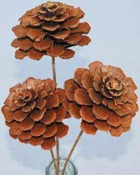 Flores con pi as de pino pi a pinterest pino flores for Decoracion con pinas secas