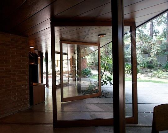 1949 John Lautner-designed residence