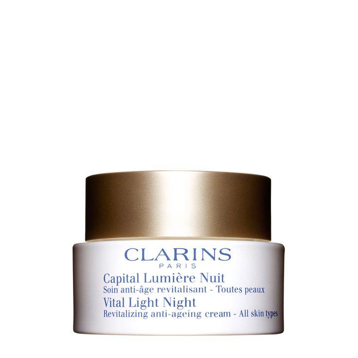 Capital Lumière Nuit TP 50 ML  Deze zachte en weldadige crème is een perfecte aanvulling op de dagverzorging en revitaliseert de huid 's nachts. De huid krijgt dankzij de uitzonderlijke kracht van drie pioniersplanten en palmitoyl glycine weer haar uitstraling en stevigheid terug. Bij het ontwaken wordt de diepe glans van de huid opgehaald. Deze anti-ageing verzorging werkt verstevigend, gladmakend en stimuleert tevens de doorbloeding voor nog meer frisheid en vitaliteit. Voor alle…