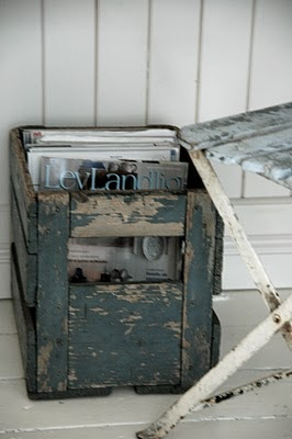 great storage for magazines... needs small castors for easy access...  just sayin'...   done