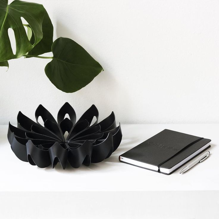 Black small Petals fruit bowl - be&liv