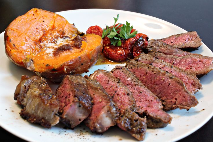 Steak na grilu. No řekněte, máte chuť? #food #steak #grilledsteak
