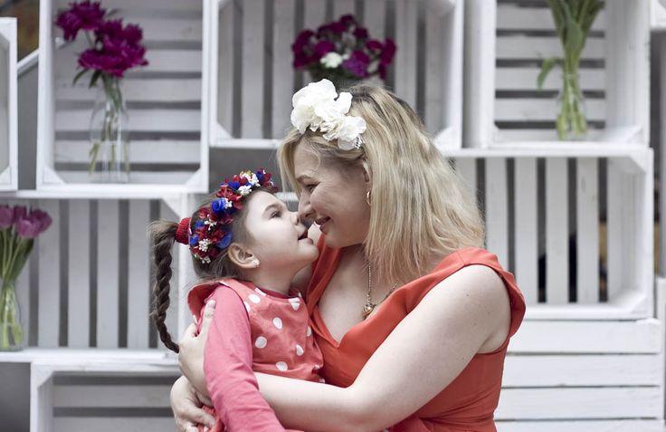 Jak krople wody :) zdjęcia z sesji MiniMe z okazji Dnia Matki. Mama sukienka - Only, córeczka - Mothercare, wianki - Novamoda.pl