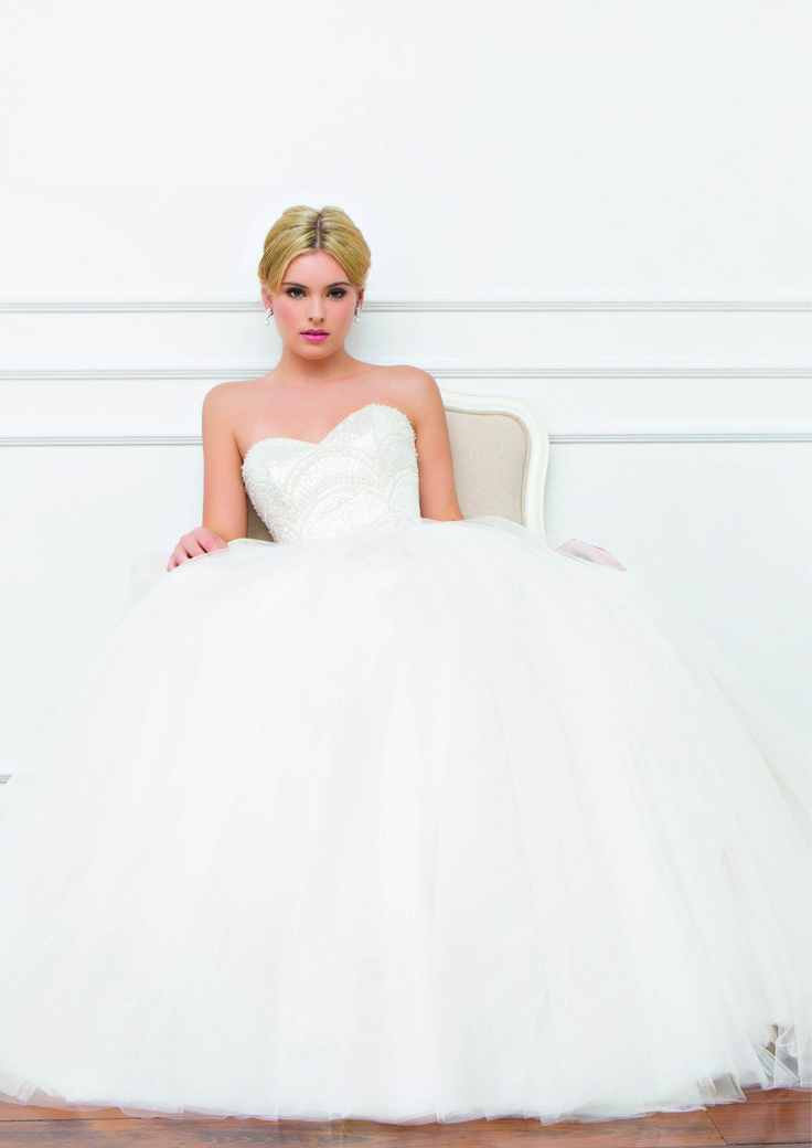 Emma Louise - Wendy Makin Couture. Princess wedding dress. Tulle skirt. Beaded bodice, sparkly. Strapless. Classic. Australian.