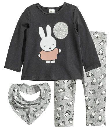Gris oscuro/Miffy. Conjunto compuesto por una camiseta de manga larga, leggings y un pañuelo triangular en punto de algodón suave. Camiseta con estampado