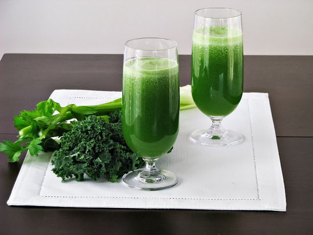 veggie juice with cucumber, kiwis, apples, kale, celery and lime