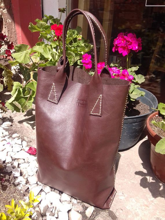 Mira este artículo en mi tienda de Etsy: https://www.etsy.com/es/listing/492407785/leather-handbag-tote-type-hand-sewn-soft