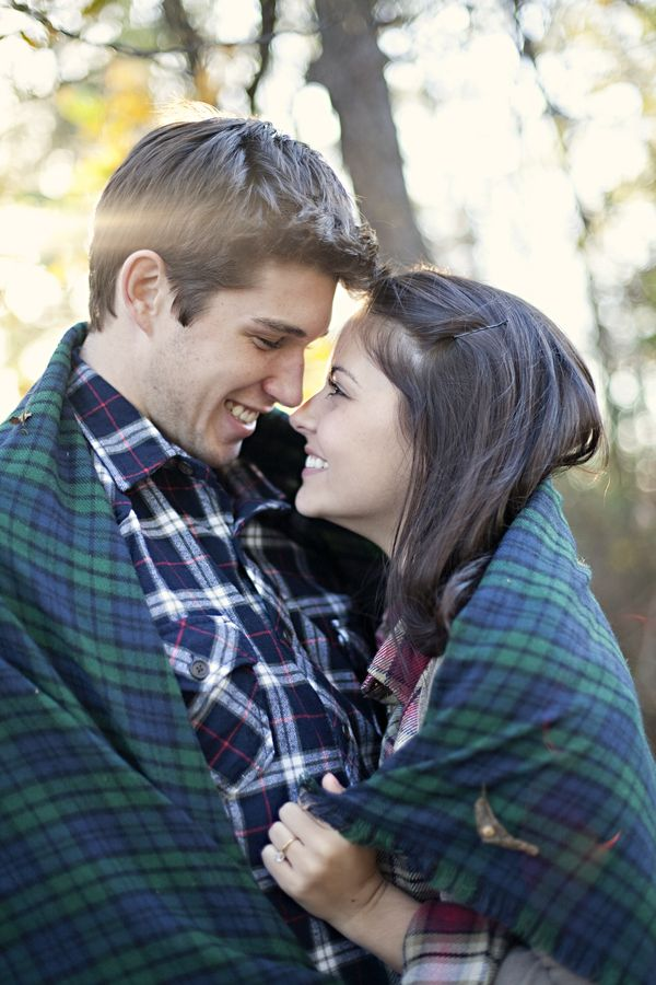 fall engagement photos inspiration