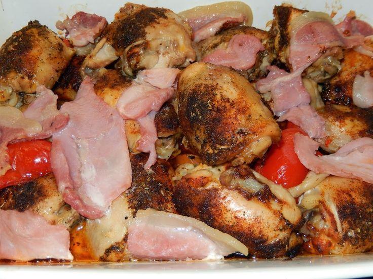 larissapub - Запеченые куриные бедрышки с помидорами, перцами и беконом.