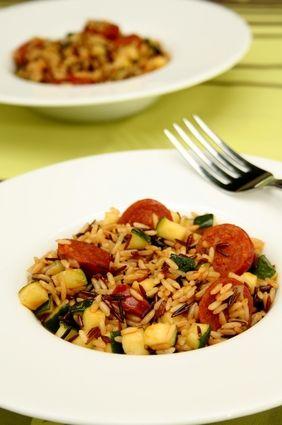 Risotto de riz de Camargue aux courgettes et chorizo http://cuisine.journaldesfemmes.com/recette/1001117-risotto-de-riz-de-camargue-aux-courgettes-et-chorizo