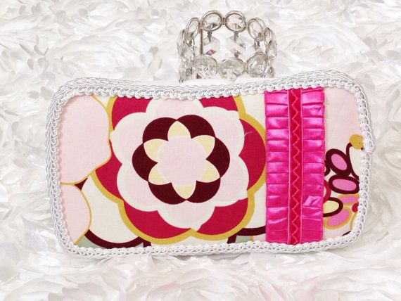 Floral baby wipe case, baby wipe clutch. Diaper holder on Etsy, $13.00